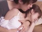 鈴木一徹/麻美ゆま ひったくられたバッグを拾い届けてくれたイケメン青年を信用してしまい夫の留守中に自宅に招き入れるとリビングで襲われて手篭めにされちゃう美人人妻の屈辱SEX Pornhub女性のための無料アダルト動画