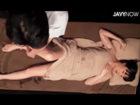 息が荒く身体が痙攣するほど超強力な媚薬入りのオイルを清楚な人妻女性客の全身に浸透させ施術するフリをして中出しアナルSEXでイキ狂わせちゃう男性セラピスト JavyNow女性専用無料エロ動画
