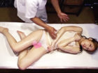 媚薬入りオイルを塗られて全身性感帯になったスレンダー女性客が自ら男性セラピストの肉棒を求めて挿入されちゃう中出しエッチ JavyNow 女性のための無料アダルト動画
